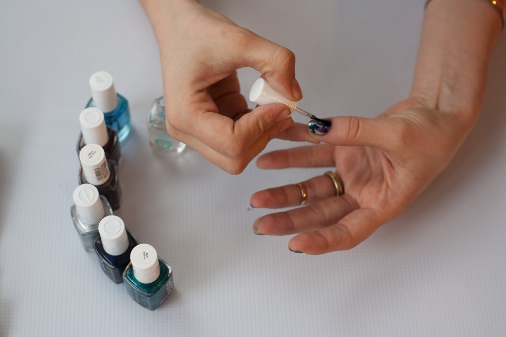 Apply Essie Good To Go Topcoat to the still wet nails to swirl them all together