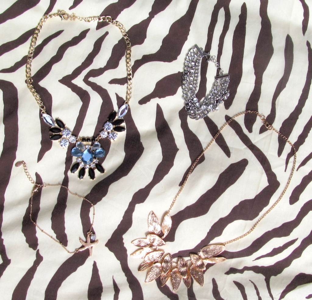 vacation accessories, vacation jewelry, smart set, aldo, nelle boutique, nelle creations, statement necklace