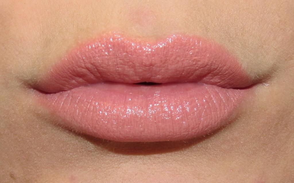 clinique pop, clinique pop lipstick, clinique pop lip colour, clinique pop lipstick review, clinique pop lipstick swatches, clinique lipstick swatches, new lipstick for spring 2015, lipstick trends spring 2015, bold lipstick, best red lipstick, jessica rabbit lipstick, spring 2015 lipstick, clinique beige pop lipstick, clinique beige pop, clinique beige pop swatch, clinique beige pop lip colour swatch, clinique beige pop lipstick swatch