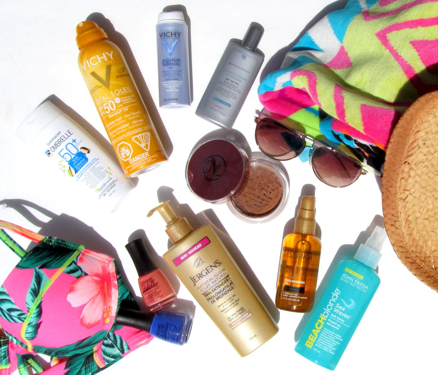 Beach Bum Essentials | What To Pack For A Day At The Beach