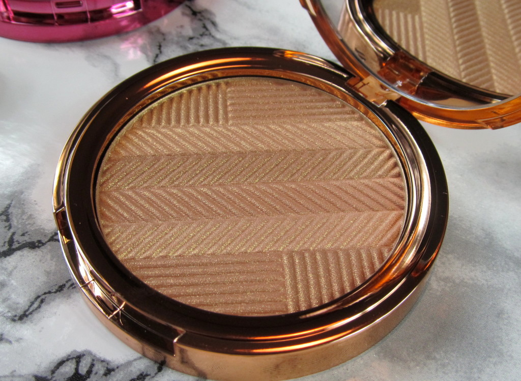 elizabeth arden sunset bronze, Sunset Bronze Prismatic Bronzing Powder, elizabeth arden bronzer, elizabeth arden spring 2016, bronzer for spring, how to make skin look tan, sun free tan, how to give yourself a golden glow, how to use bronzer