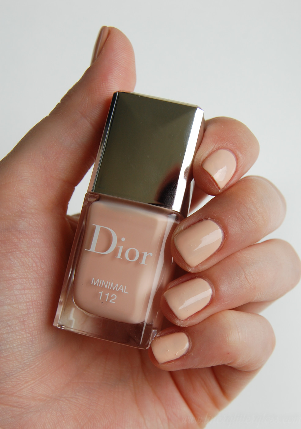 dior fall 2016, dior fall 2016 review, dior fall 2016 swatches, dior skyline collection, dior skyline swatches, skyline photos, skyline swatches, luxury beauty 2016, fall 2016 beauty trends, fall 2016 beauty collection, what makeup to wear for fall, dior 5 couleurs skyline, dior capital of light, capital of light swatches, dior parisian sky, dior parisian sky swatches, dior lip pomade, diorblush light & contour, sculpting stick, contour stick, dior contour stick, dior color correction, colour correcting stick, face color correction, dior vernis minimal swatch